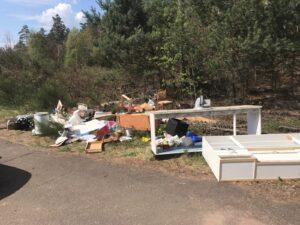 Müll in der Natur abgeladen