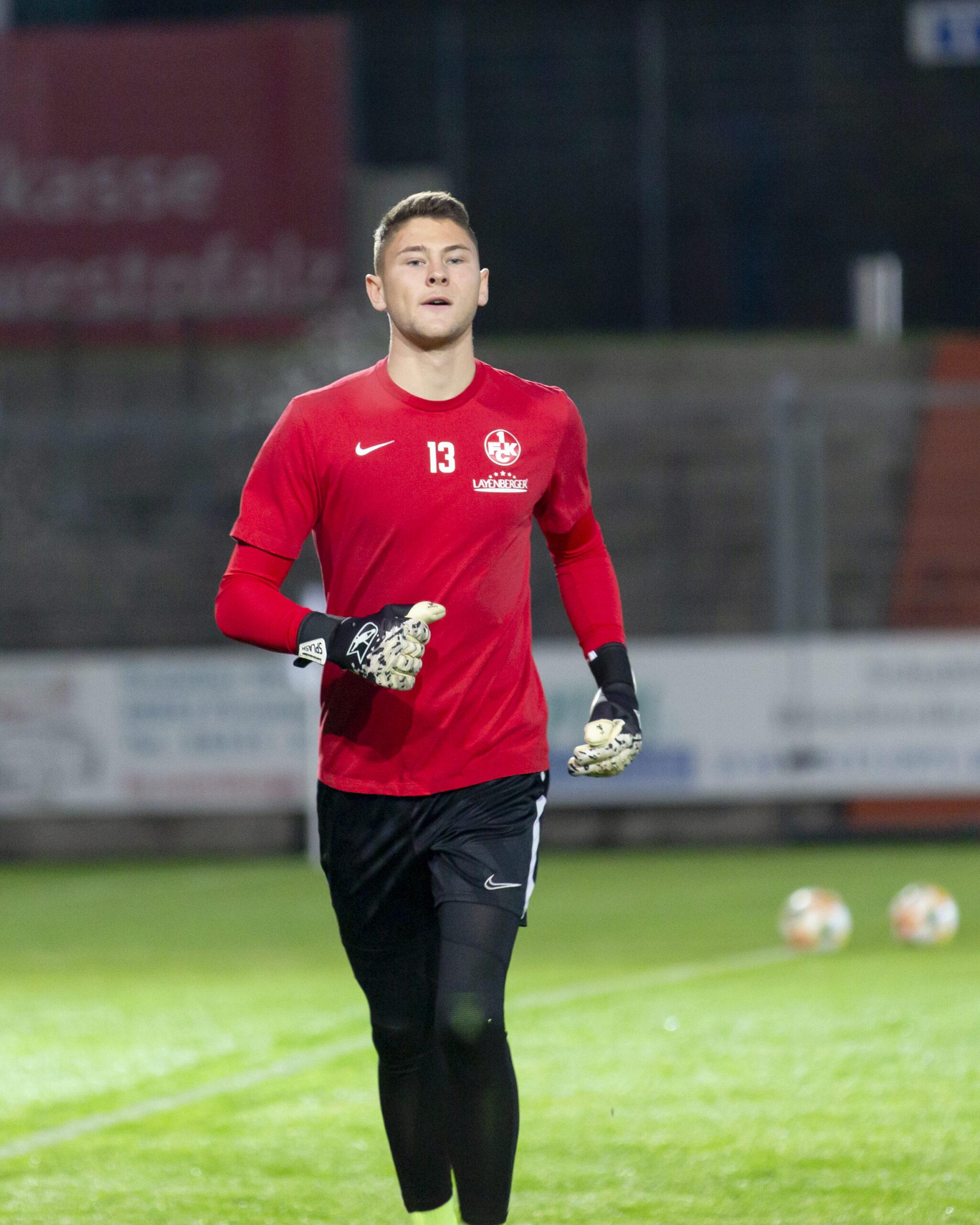 Jonas Weyand unterzeichnet Profivertrag beim FCK