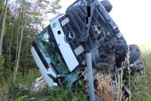 Auf Pannenfahrzeug gekracht – Lkw-Fahrer schwerverletzt