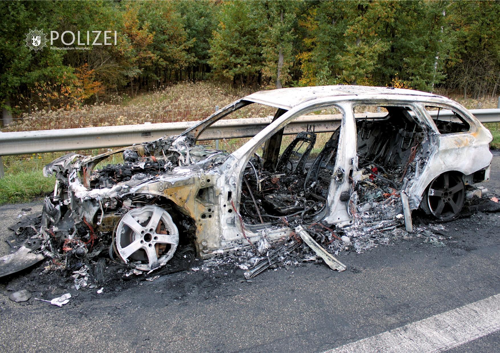 Fahrzeugbrand führt zu Vollsperrung