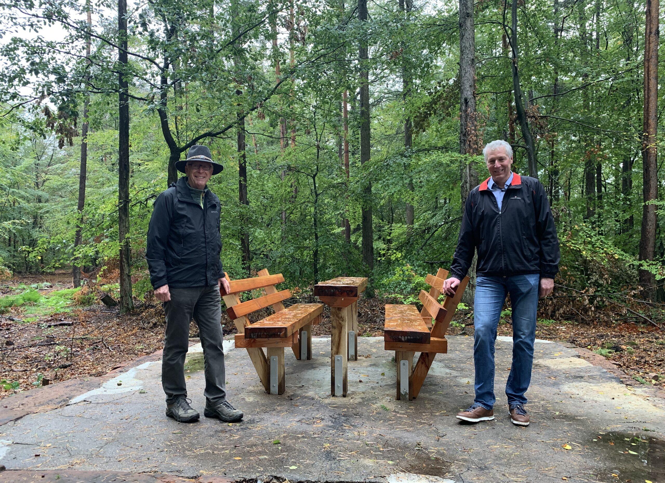 Neue Sitzgelegenheiten im Stadtwald