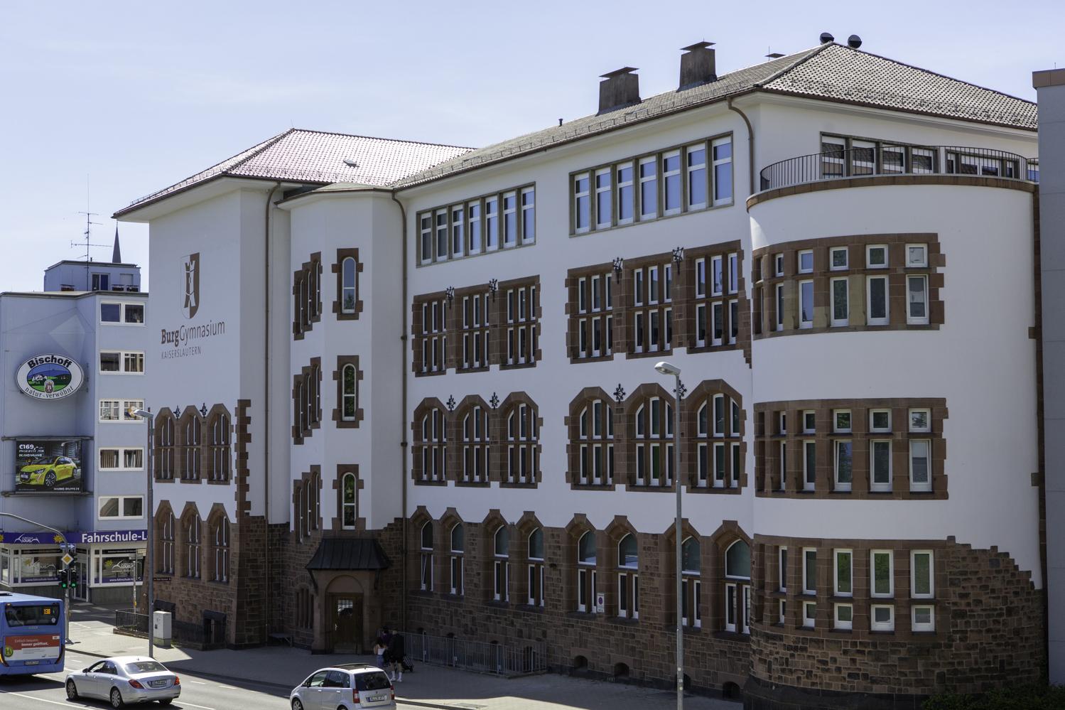 """Staatssekretärin Nicole Steingaß zeichnet """"WiR!-Schulen"""" aus"""