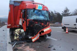 A6/Wattenheim, Zwei Verletzte nach Lkw-Unfall – hoher Sachschaden