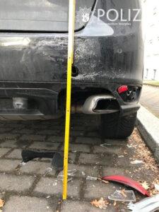 Parkendes Auto beschädigt