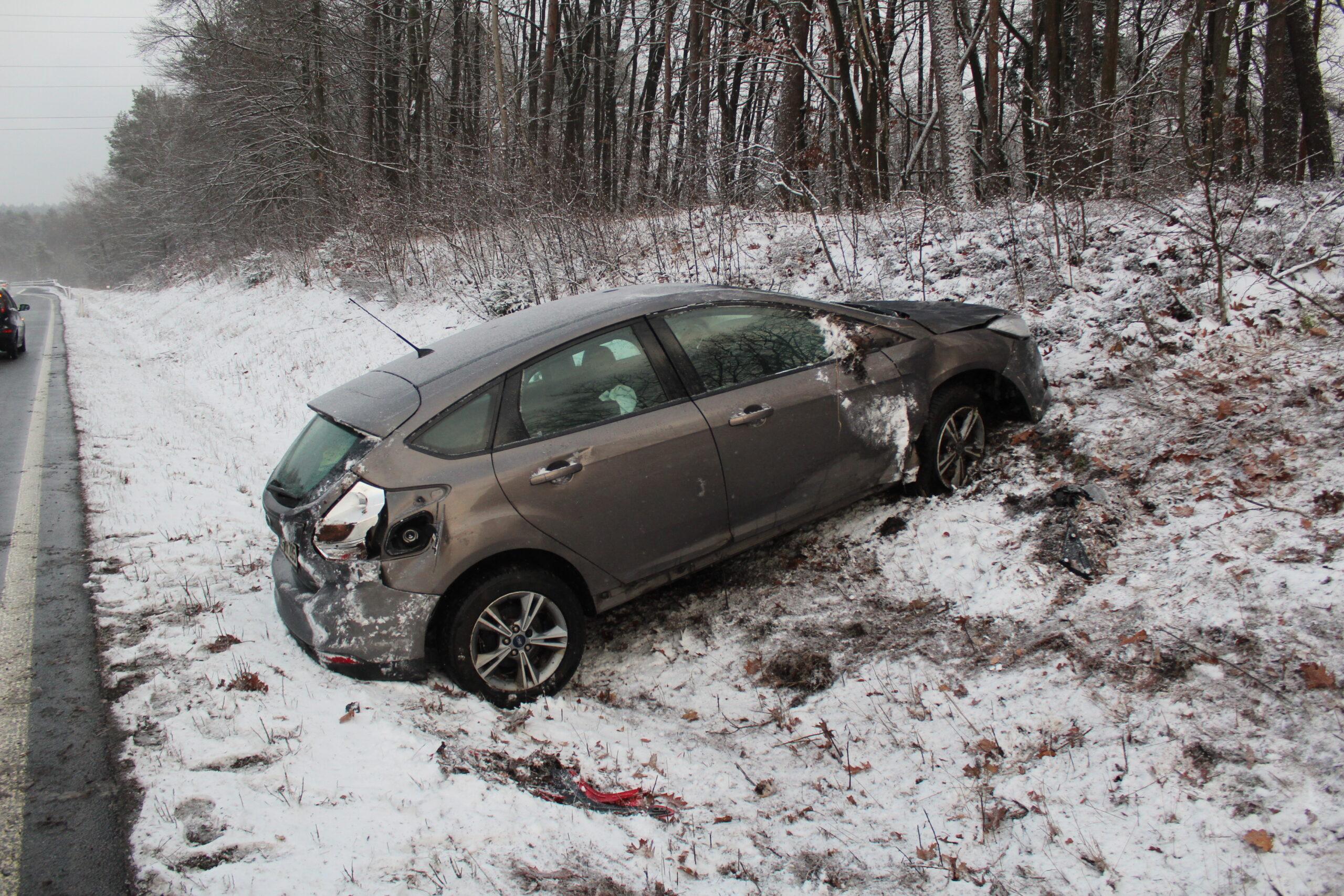 Unfall auf Schneeglätte auf der A6