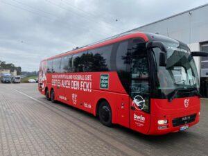 """Teufelsbus"" jetzt in rot!"