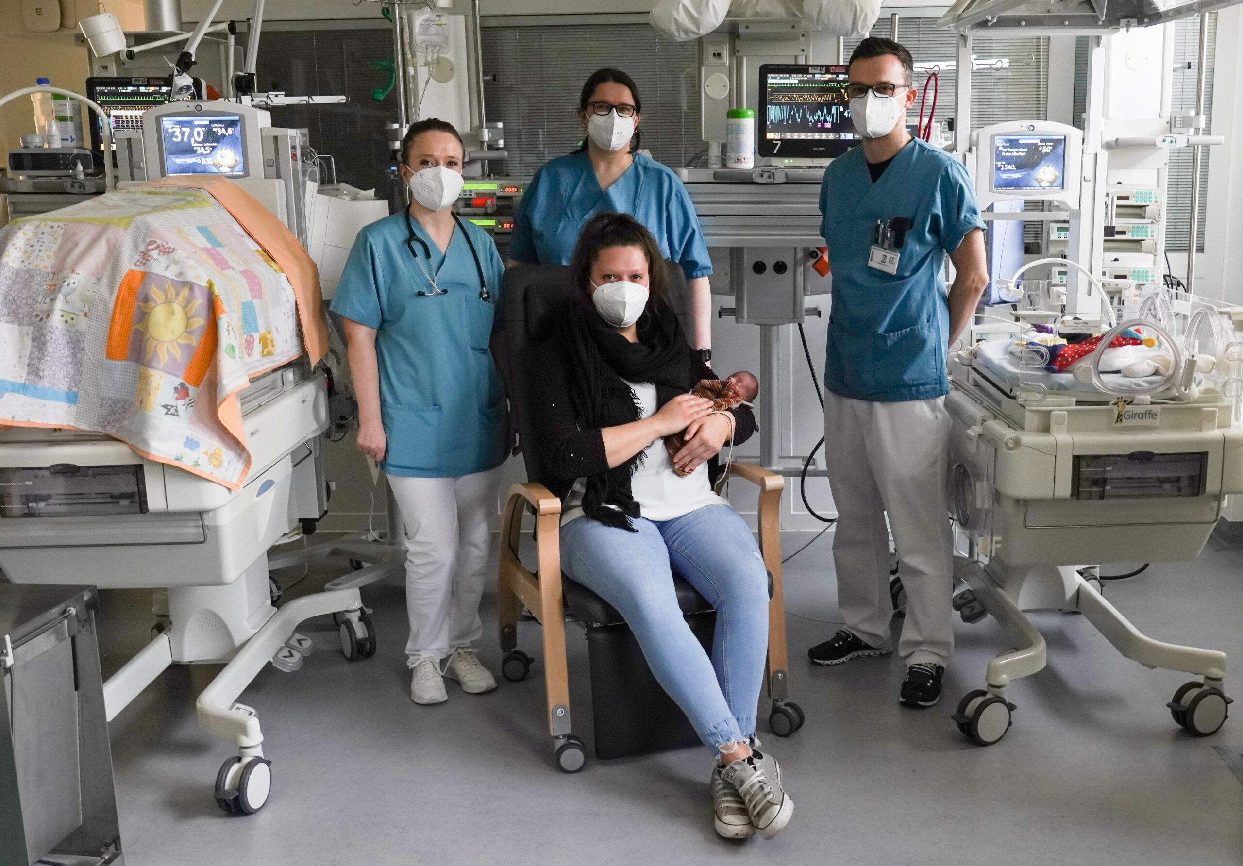 Kinderklinik gewinnt Känguru-Stuhl für Eltern mit Frühchen