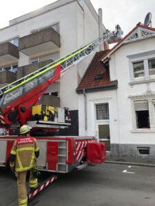 Windböe reißt Teile einer Hausfassade ab