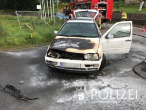 Auto fängt an zu brennen