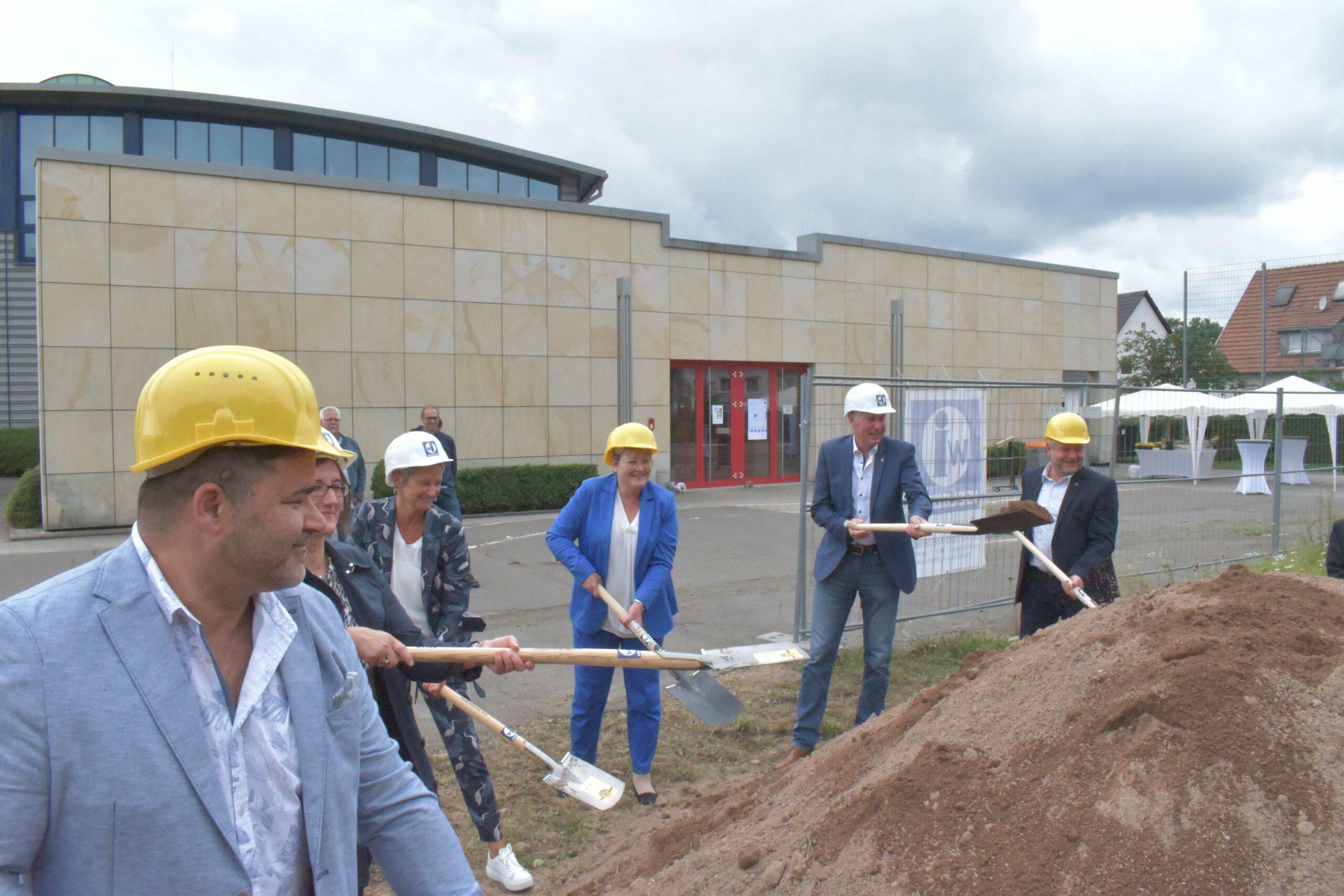 Schillerschule: Baubeginn des Schulgebäudes eingeläutet
