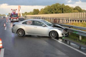 Unfall aufgrund Regen und mangelhafter Reifen