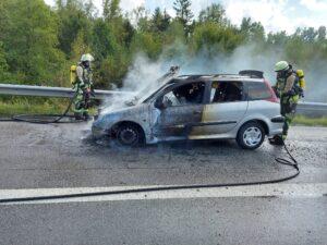 PKW-Brand auf der Autobahn/Rettungsgasse nicht gebildet