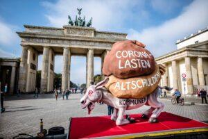 Ein Esel und fünf Steine für die Berliner Parteien